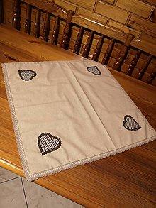 Úžitkový textil - Hnedý obrus so srdiečkami - 10891040_