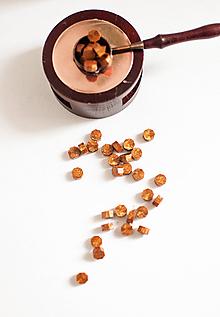 Suroviny - Pečatný vosk - granulát / až 32 odtieňov (Medovo - Zlatá) - 10890243_