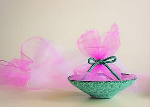 Darčeky pre svadobčanov - Dárkový košík s organzou 205 - 10892417_