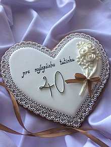 Dekorácie - medovníkové čipkové srdce s kytičkou k narodeninám - 10894226_