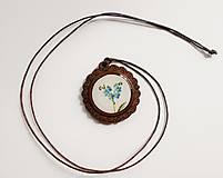Náhrdelníky - Drevený živicový náhrdelník - Nezábudky - 10895005_