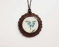 Náhrdelníky - Drevený živicový náhrdelník - Nezábudky - 10895012_