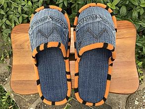 Obuv - Riflové papuče s vreckom a oranžovým lemom - 10894859_
