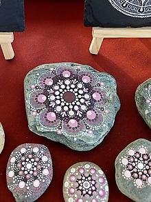 Dekorácie - Ružový - Na kameni maľované - 10894911_
