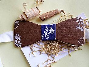 Iné doplnky - Pánsky drevený motýlik s modrotlačou - 10896478_