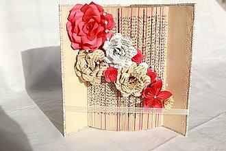 Dekorácie - Dekorácia ako zaujímavý darček - papierové kvety v knihe - 10895131_