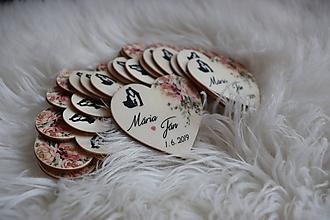 Darčeky pre svadobčanov - Magnetka pre hostí v tvare srdiečka - 10900105_