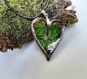Náhrdelníky - Keramický šperk - srdce so zeleným sklom - 10899568_