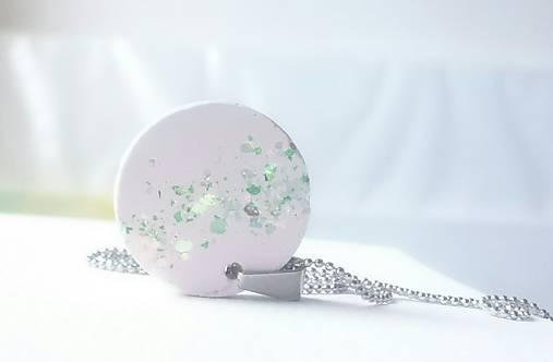 Betónový náhrdelník