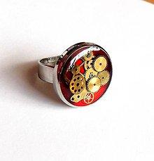 Prstene - Steampunk červený prsten z chirurgické oceli - 10903099_