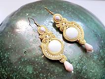 Náušnice - Emilia - svetlo žlté - Ručne šité šujtášové náušnice - Soutache earrings - 10900960_