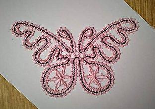 Dekorácie - Paličkovaný motýľ - 10901459_