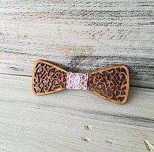 """Doplnky - Drevený motýlik """"Láska""""  (Marhuľová s čipkou) - 10901181_"""