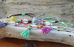 Náramky - • Farebné náramky s mušľou a strapčekom • (Hnedá) - 10902867_