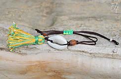 Náramky - • Farebné náramky s mušľou a strapčekom • (Hnedá) - 10902887_