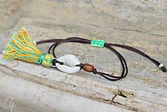 Náramky - • Farebné náramky s mušľou a strapčekom • (Hnedá) - 10902888_