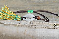 Náramky - • Farebné náramky s mušľou a strapčekom • (Hnedá) - 10902889_