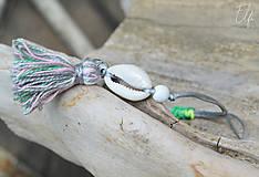 Náramky - • Farebné náramky s mušľou a strapčekom • (Šedá) - 10902894_