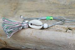 Náramky - • Farebné náramky s mušľou a strapčekom • (Šedá) - 10902895_