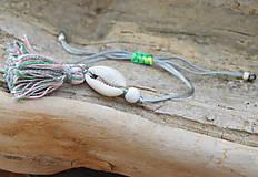 Náramky - • Farebné náramky s mušľou a strapčekom • (Šedá) - 10902896_
