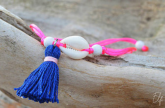 Náramky - • Farebné náramky s mušľou a strapčekom • (Ružová) - 10902907_