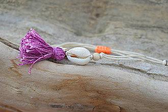 Náramky - • Farebné náramky s mušľou a strapčekom • (Béžová) - 10902908_