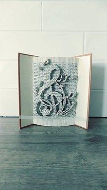 Dekorácie - Husľový kľúč a noty - vyskladané z knihy (nielen) pre milovníkov hudby - 10901024_