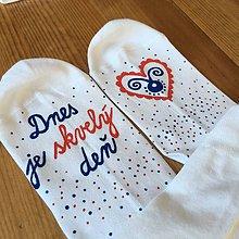 """Obuv - Motivačné maľované ponožky s nápisom """"Dnes je skvelý deň"""" (biele so srdiečkom) - 10900523_"""