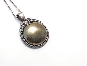Náhrdelníky - Pyritový prívesok - 10901072_