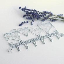 Nábytok - zaláskovaný vešiak                folk, srdce,svadba (pozinkovaný drôt) - 10904788_