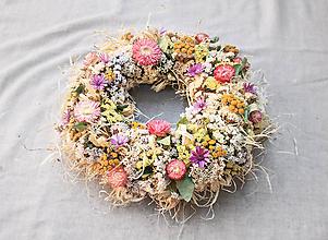 Dekorácie - Veniec zo sušených kvetov - 10905891_