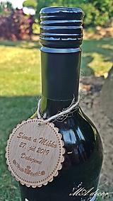 Darčeky pre svadobčanov - Drevená visačka na víno 3 - 10904478_