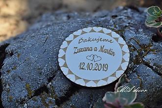Darčeky pre svadobčanov - Drevená kruhová magnetka - 10904569_
