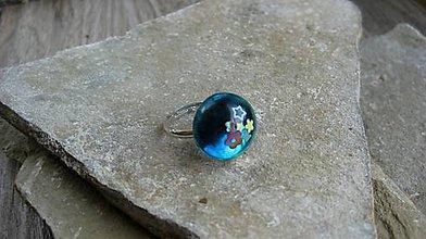 Prstene - Živicový prsteň guľatý - chirurgická oceľ (zeleno modrý č. 2785) - 10904948_