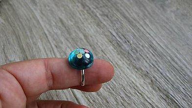 Prstene - Živicový prsteň guľatý - chirurgická oceľ (zeleno modrý č. 2786) - 10904977_