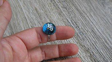 Prstene - Živicový prsteň guľatý - chirurgická oceľ (zeleno modrý č. 2787) - 10905028_