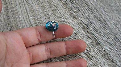 Prstene - Živicový prsteň guľatý - chirurgická oceľ (zeleno modrý č. 2789) - 10905055_