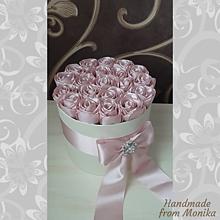 Dekorácie - Box saténových ruží - 10907692_