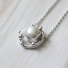 Náhrdelníky - Strieborný náhrdelník s bielou perlou - Bokeh Pearl (Biela) - 10909193_
