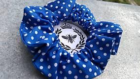 Ozdoby do vlasov - Bavlnená scrunchie (Námornická modrá s bielymi bodkami) - 10910306_