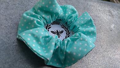 Ozdoby do vlasov - Bavlnená scrunchie (Tyrkysová s bielymi bodkami) - 10910315_