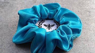 Ozdoby do vlasov - Saténová scrunchie (Azúrovo-modrá) - 10910388_