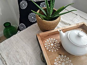 Nábytok - Drevený podnos s ornamentom - 10912816_