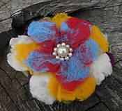 Odznaky/Brošne - plstený abstrakt pestrofarebný kvet / 130mm - 10911521_
