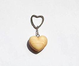 Kľúčenky - Kľúčenka - Smrekové srdiečko 1 predané - 10912940_