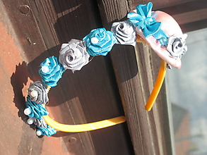 Ozdoby do vlasov - klobúčik s ružičkami a perličkami - 10912195_