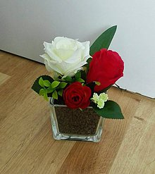 Dekorácie - Ružičky v sklenej kocke - 10913897_