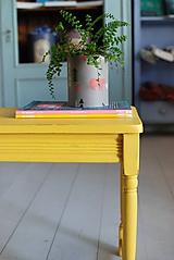 Nábytok - Žltý stolček - 10911255_