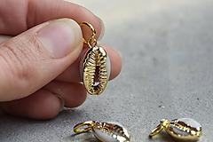 Minerály - Kauri mušla prívesok zlatá, 1.80€/ks - 10913839_