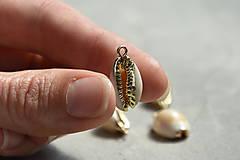 Minerály - Kauri mušla prívesok zlatá, 1.60€/ks - 10913860_
